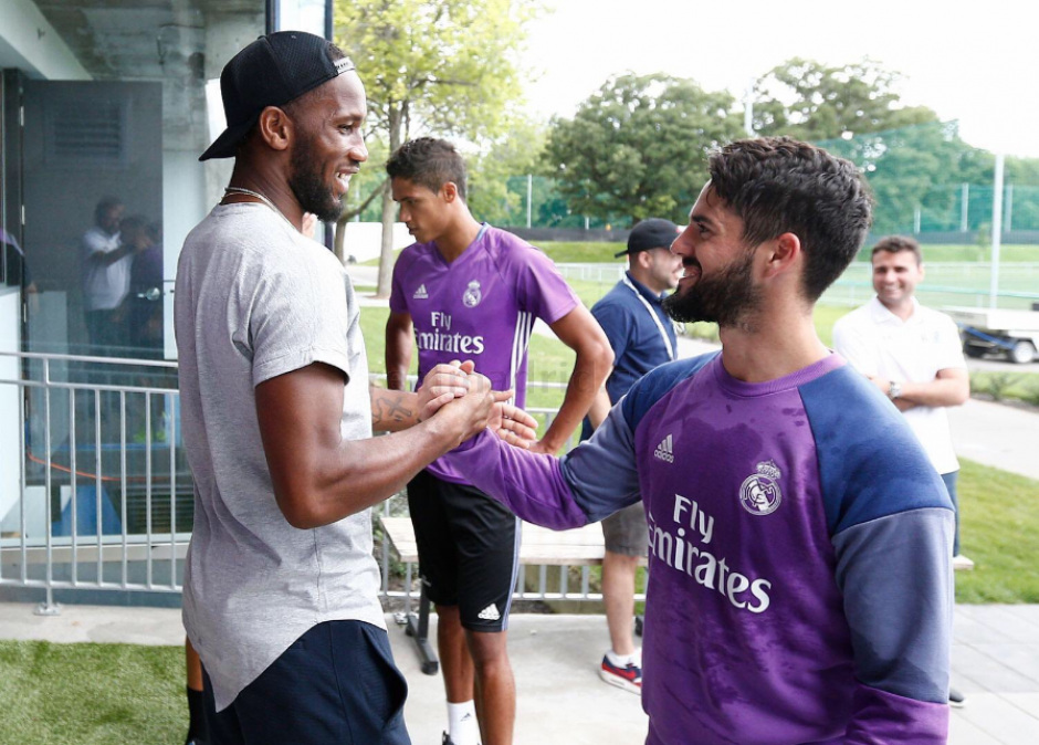 Isco también saludó al exjugador del Chelsea (RealMadrid.com)