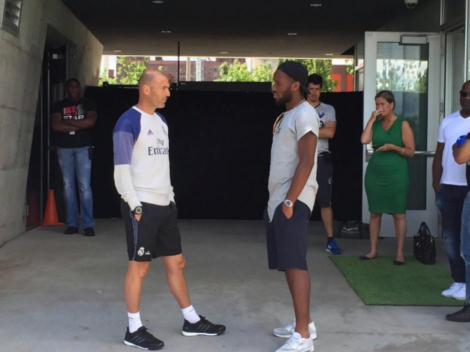 El marfileño conversa con Zidane (RealMadrid.com)