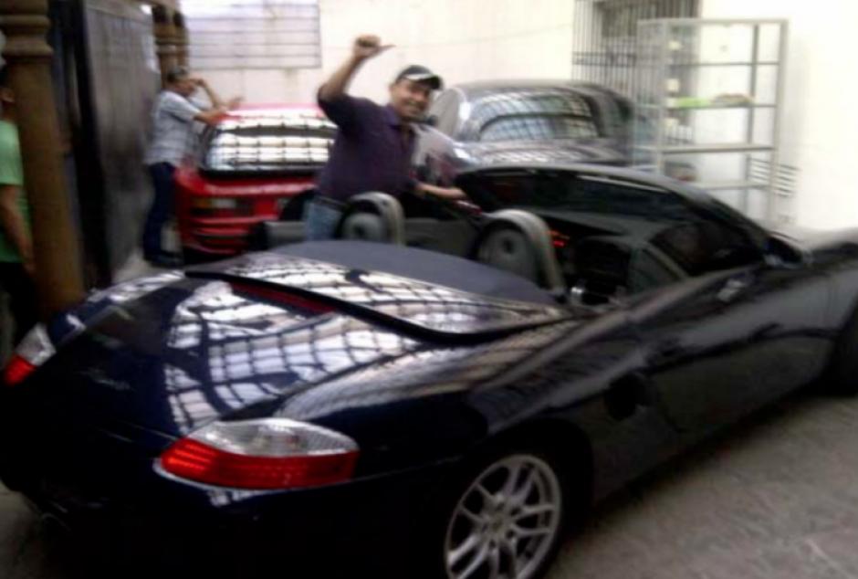 Entre los bienes inmovilizados de Lima, figuran vehículos de lujo y blindados. (Foto: CICIG)