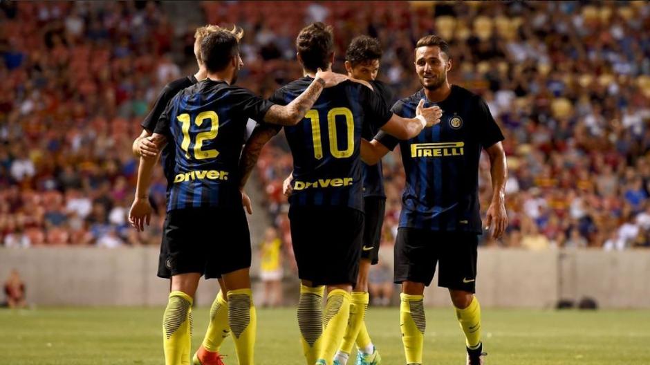 Los compañeros felicitan a Jovetic por su golazo (Foto: Inter)