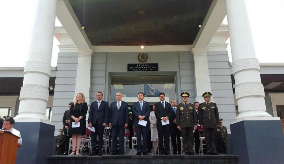 En la ceremonia de destrucción participaron las autoridades de los tres poderes. (Foto: Mindef)