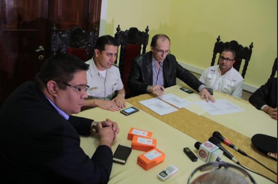 La Asociación ha recibido el apoyo de empresarios que han donado teléfonos para que el proyecto crezca. (Foto: Mingob)