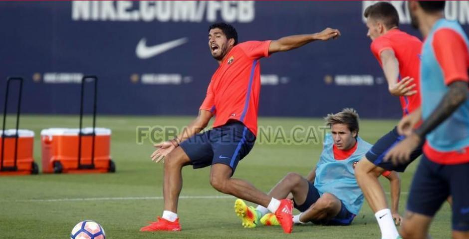 Luis Suárez y Sergi Samper durante el último entrenamiento (Foto: FCB)