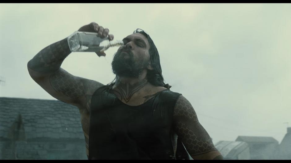 Aquaman aparece mucho en el trailer. (Foto: Warner Bros. Pictures)