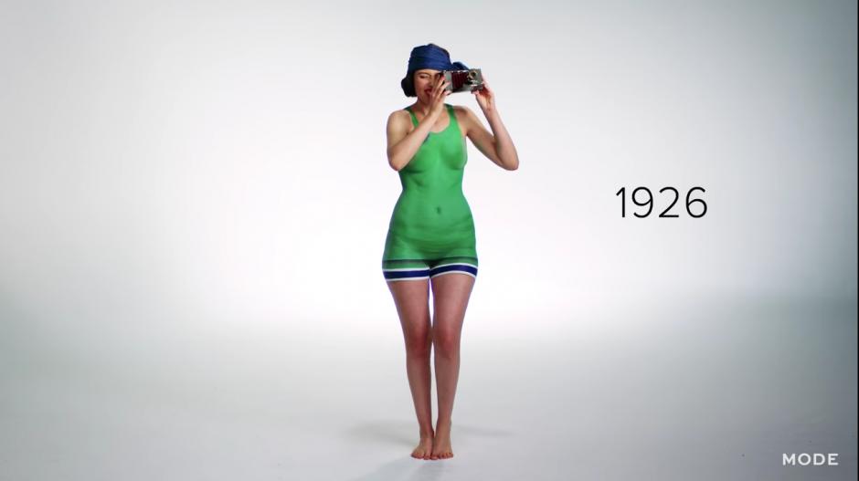 Para 1926, el traje ya había sido reducido en una gran proporción. (Captura YouTube)