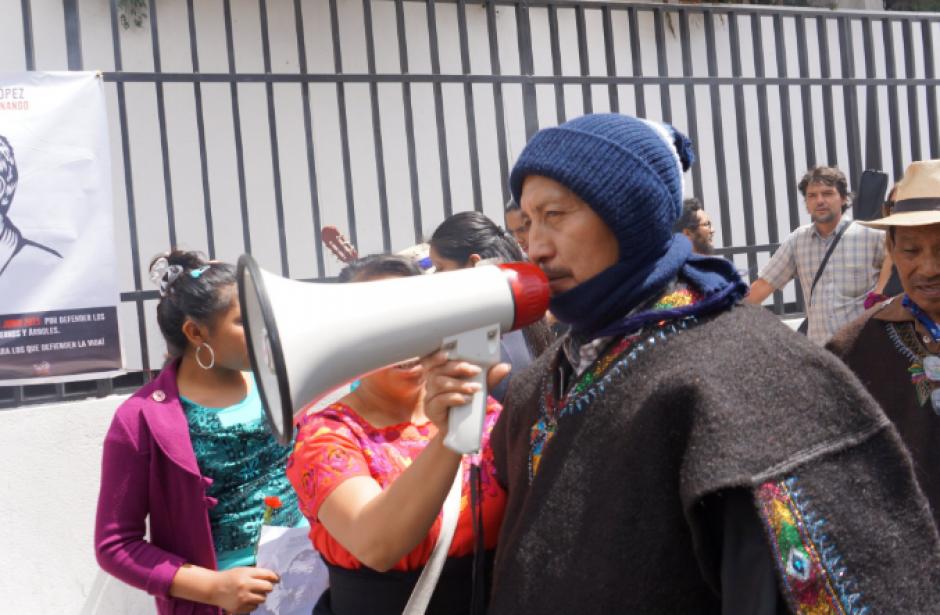 Desde temprano varias personas pedían libertad a los comunitarios. (Foto: Prensa Comunitaria/Twitter)