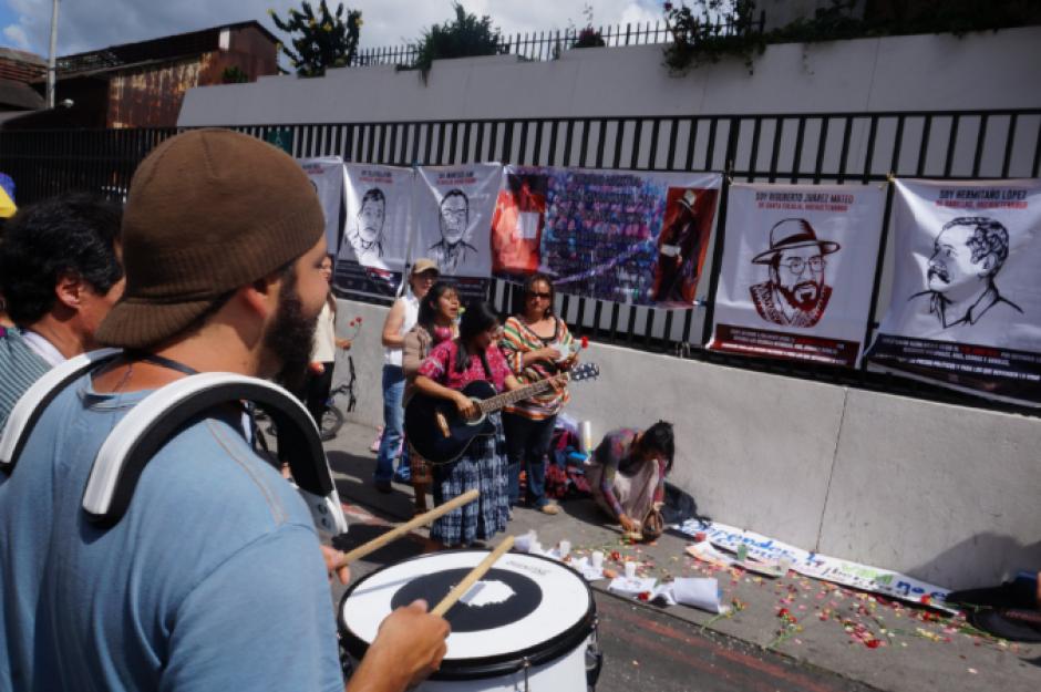 Con tambores y silbatos las personas pidieron su libertad. (Foto: Prensa Comunitaria/Twitter)