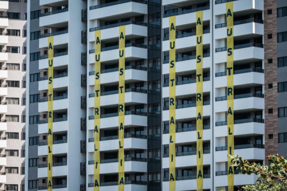 Por ahora, los australianos están en hoteles y no quieren vivir en la Villa. (Twitter)