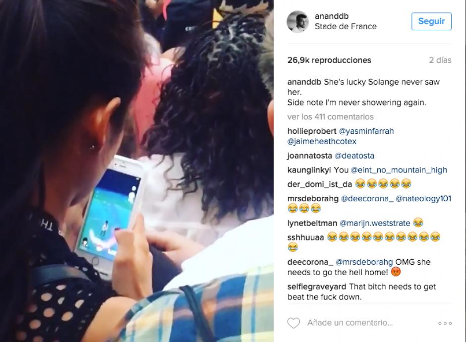 El admirador de la cantante captó el momento en el que la chica prefiere estar atenta al juego. (Captura Instagram)
