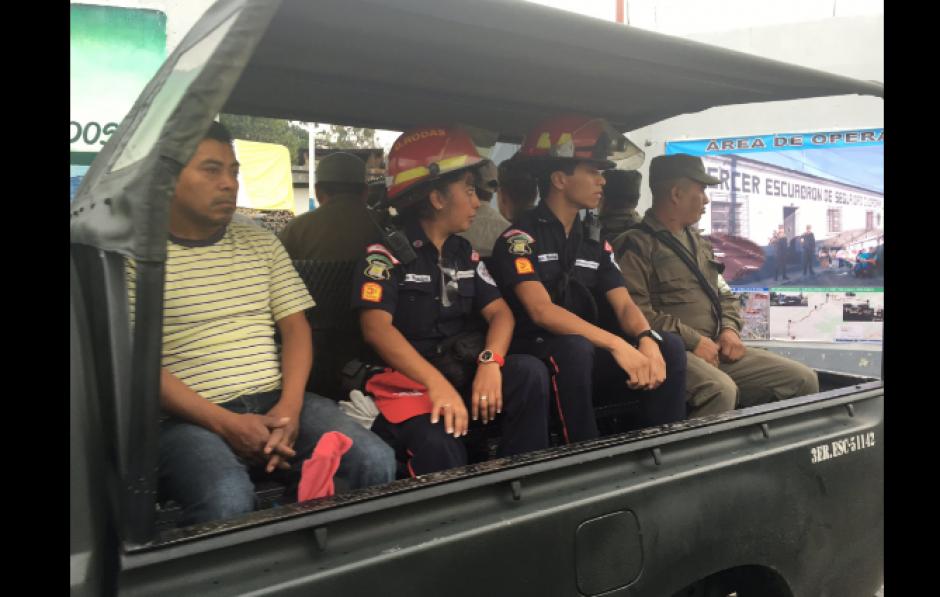 La brigada de rescate contaba con Bomberos Municipales y Voluntarios así como militares. (Foto: Bomberos de Mixco/Twitter)