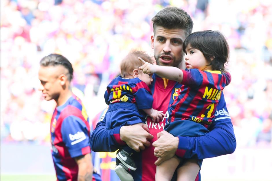 Gerard Piqué con sus dos hijos, Milan y Sasha (Foto: FCB)