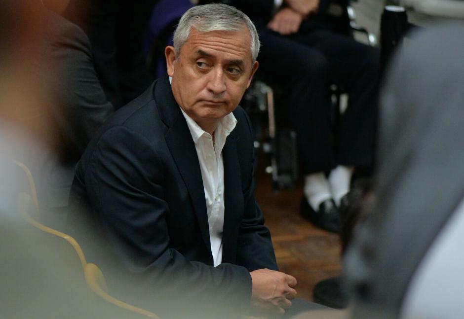 Otto Pérez Molina escucha los argumentos del juez Gálvez. (Foto: Wilder López/Soy502)