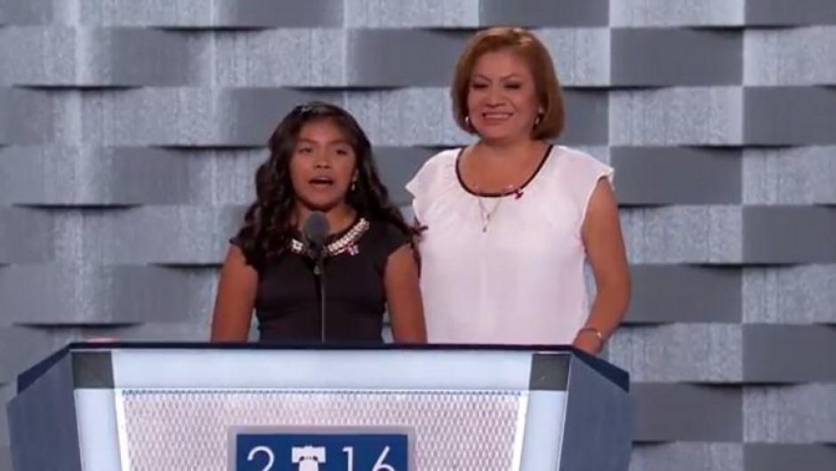 La niña Karla Ortíz habló en nombre de los inmigrantes. (Foto: Univisión Política)