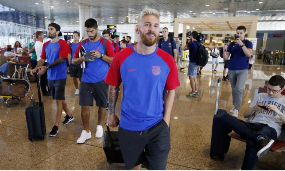 Leo Messi y su nuevo pelo, en el aeropuerto de Barcelona (Foto: FCB)