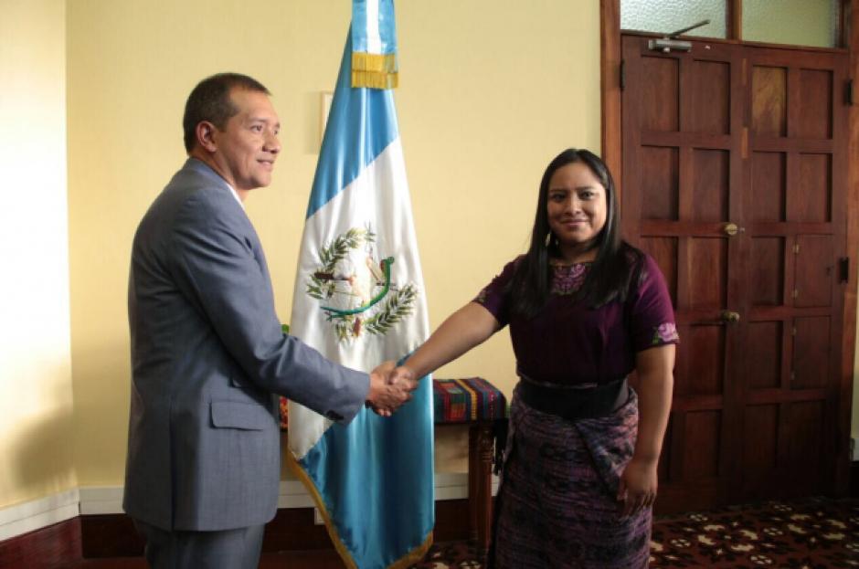 Francisco Rivas Lara juramentó a la nueva funcionaria. (Foto: Mingob)