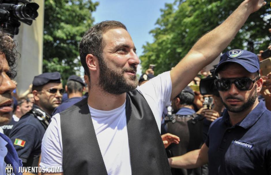Una multitud lo recibió en el aeropuerto. (Foto: Juventus.com)