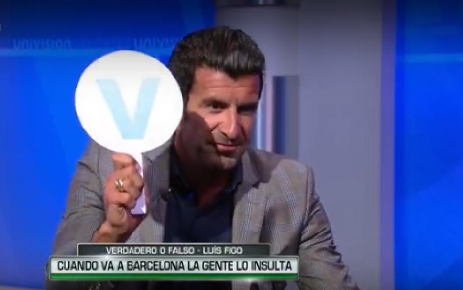 Sobre la pregunta si lo seguían insultando en Barcelona, Figo dijo que era falso. (Foto: Captura de YouTube)