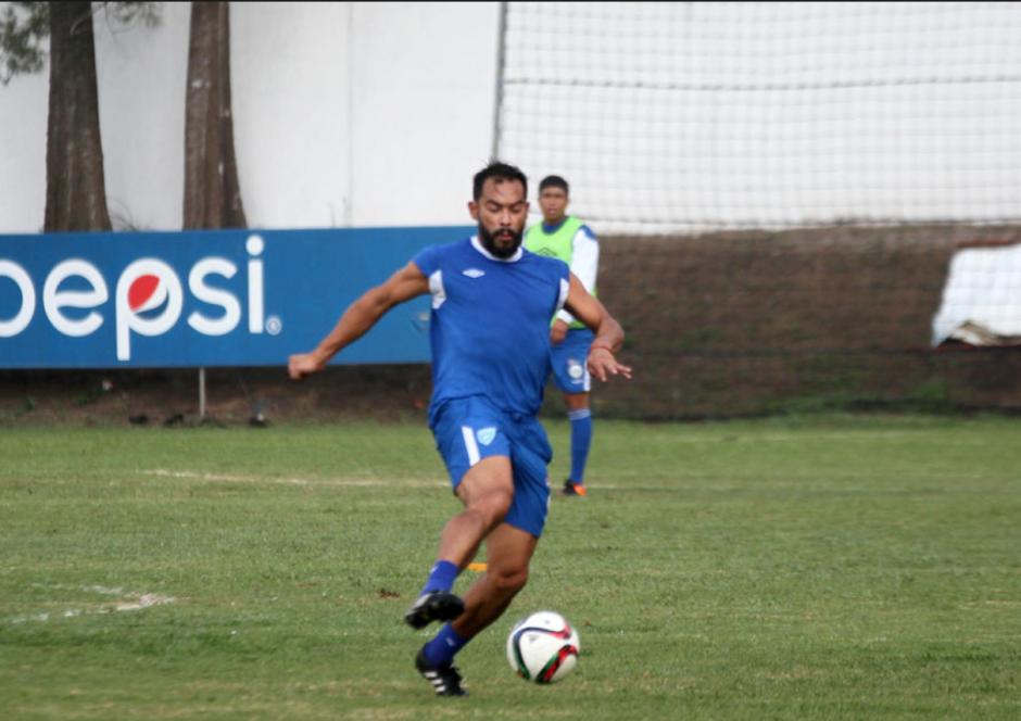 Ruiz entrena junto al preparador físico, Ever Martínez. (Foto: archivo/Soy502)