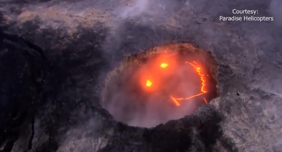 """Lo que parece ser una """"carita feliz"""" se formó durante la erupción del volcán Kilauea en Kawái. (Foto: Captura de pantalla)"""
