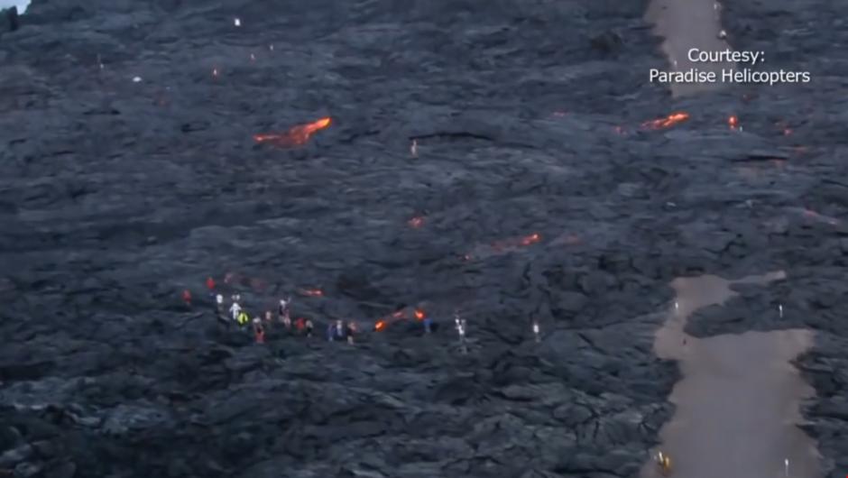 Los turistas han llegado desde mayo para observar la erupción. (Foto: Captura de pantalla)