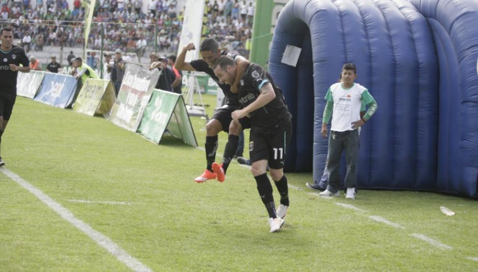 Emiliano López celebra su gol tempranero. (Foto: Cremas Oficial)
