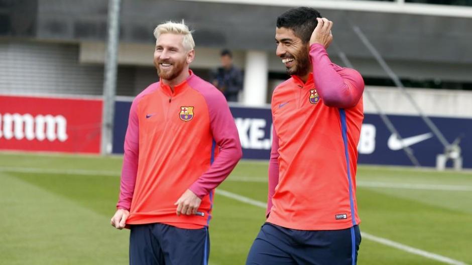 Actualmente, Messi se entrena feliz en compañía de su amigo Luis Suárez (Foto: FCB)