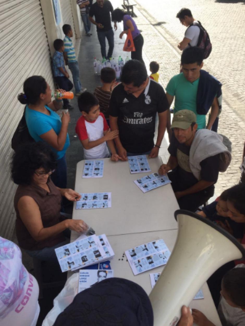 Otro de los juegos fue la Lotería donde se cantó: el tránsfuga, el mentiroso, el corrupto. (Foto: LaBatucadaDelPueblo)