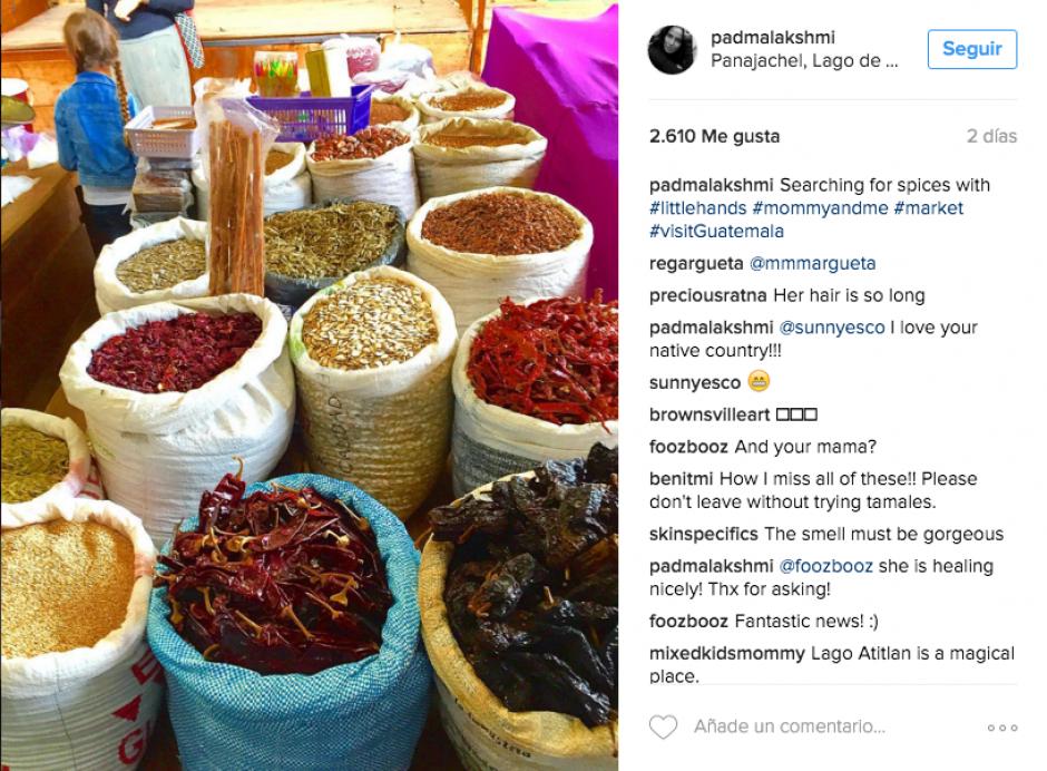 La chef visitó el mercado de Panajachel para adquirir algunas especias. (Foto: Instagram Padma Lakshmi)