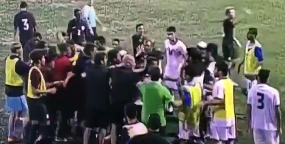 La pelea fue entre EEUU y Bahréin en un torneo juvenil (Captura de Pantalla)
