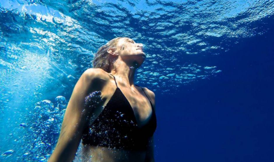Entre sus gustos están el nadar y comer. (Foto: Instagram)