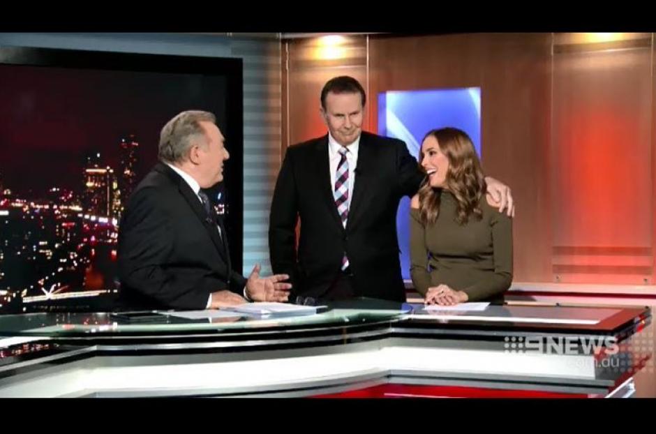 Uno de los presentadores quiso besar a la conductora. (Foto: www.news.com.au)