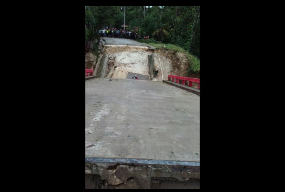Así quedó el puente en ese municipio. (Foto: Conred)