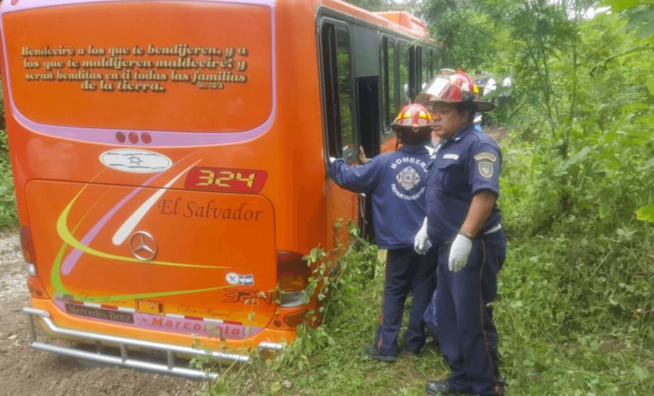 Al menos 12 personas resultaron heridas en el accidente. (Foto: Bomberos Municipales Departamentales)