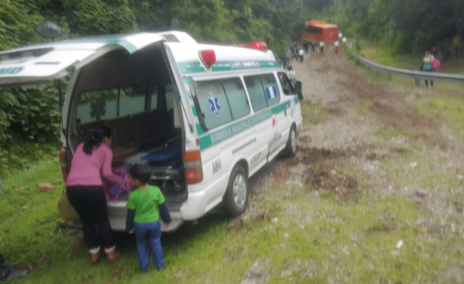 Los heridos fueron trasladados al hospital de Antigua Guatemala. (Foto: Bomberos Municipales Departamentales)
