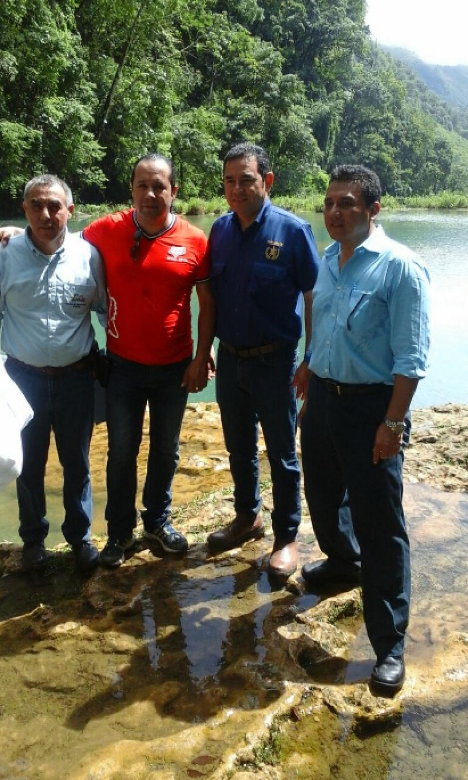 El presidente Jimmy Morales visitó Semuc Champey el pasado 3 de agosto para verificar su funcionamiento. (Foto: Twitter, Inguat)
