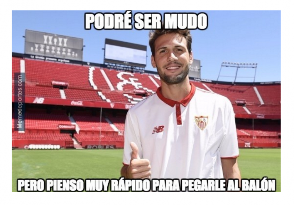 Uno de los jugadores del Sevilla anotó uno de los dos goles.  (Foto: MemeDeportes.com)