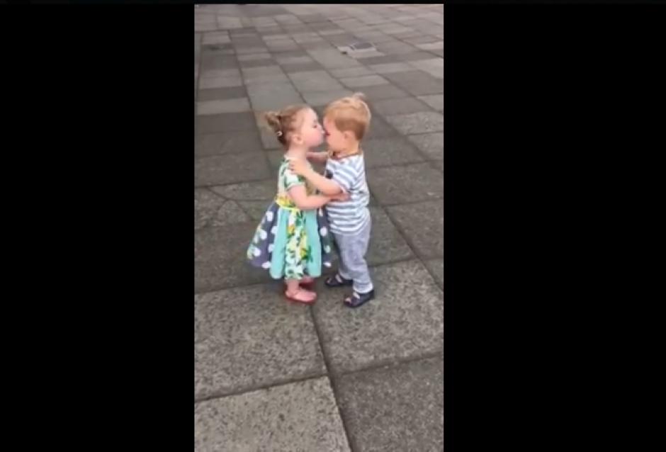 Las carcajadas de los niños son contagiosas. (Foto: Captura Facebook/Pretty 52)