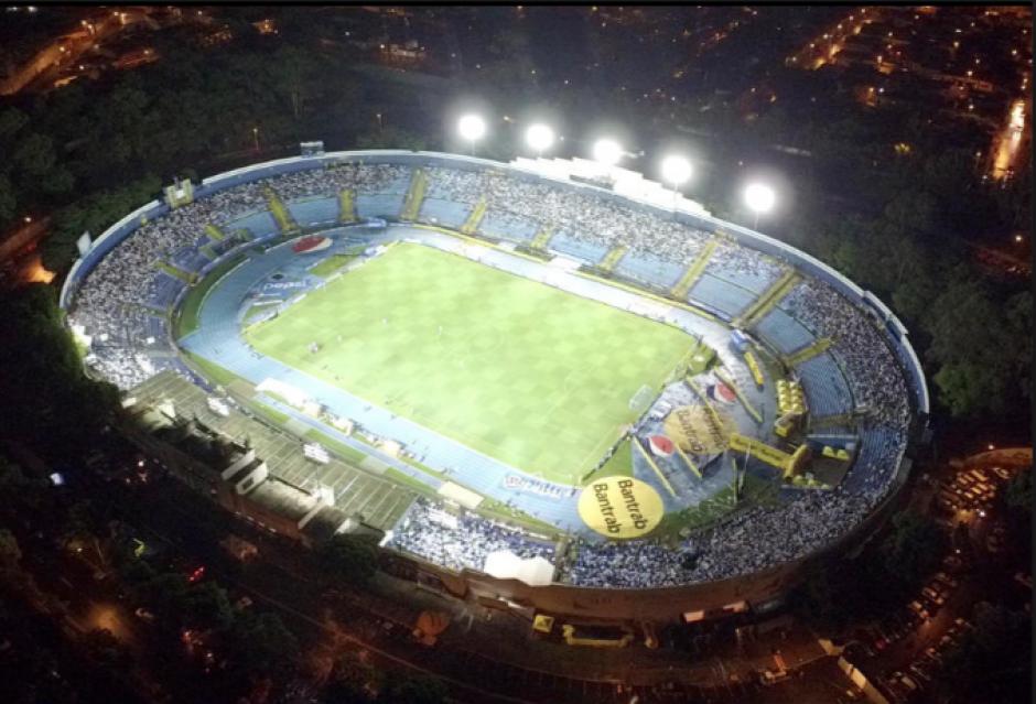 El Estadio Nacional Doroteo Guamuch Flores luce sus mejores galas. (Foto: Archivo/Soy502)
