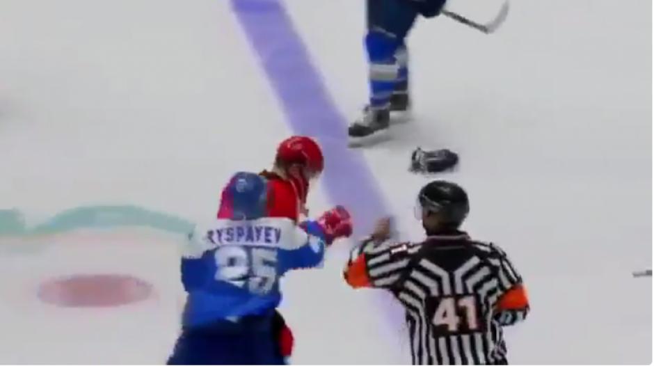 Uno por uno van cayendo sus víctimas que tratan de defenderse, pero no pueden evitar la ira del jugador. (Captura YouTube)