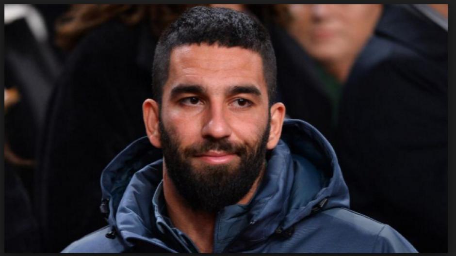"""El delantero del Barcelona hizo un """"Me Gusta"""" que no agradó a muchos. (Foto: dailymail.co.uk)"""