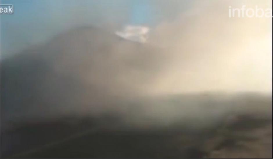 La quema de unos pastizales provocó que la visibilidad fuera nula. (Foto: Captura de video)
