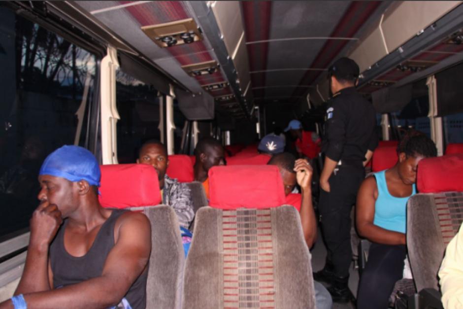 Los congoleños fueron remitidos a la Dirección General de Migración. (Foto: PNC)