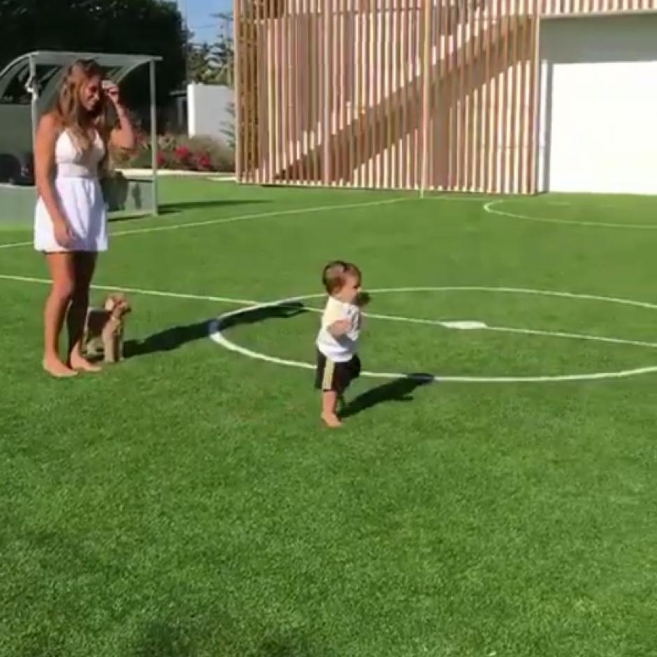 El pequeño Mateo Messi dio sus primeros pasos. (Foto: Instagram)