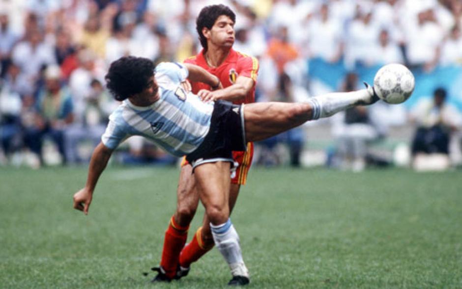 Diego Maradona es recordado por su habilidad con la pierna izquierda. (Foto: Taringa)