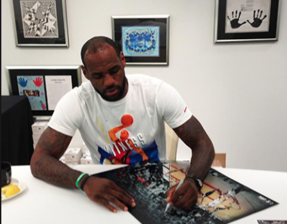 """El jugador de baloncesto LeBron James, conocido como """"King James"""", es zurdo. (Foto: Upper Deck)"""