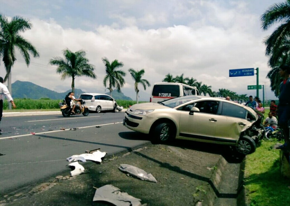 El percance la ruta al Pacífico dejó tres personas heridas. (Foto: Twitter/@PampichiNews)