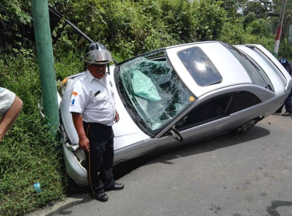 Según autoridades el vehículo se desplazaba a elevada velocidad y perdió el control. (Foto: Twitter/@BVoluntariosGT)