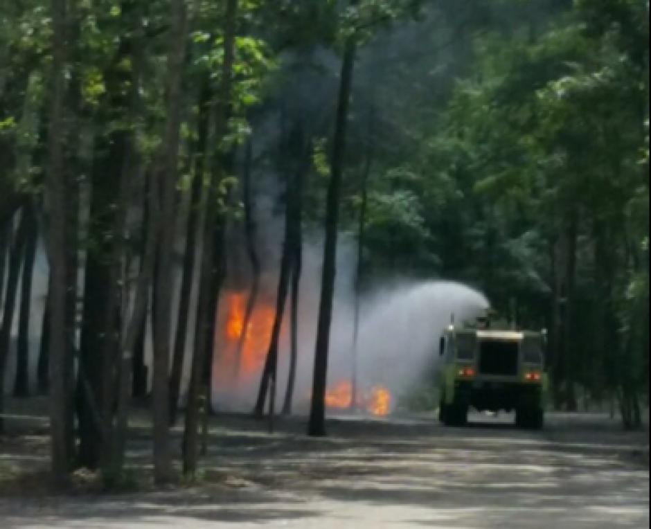La aeronave se incendió de inmediato. (Foto: @joshg_TV/Twitter)