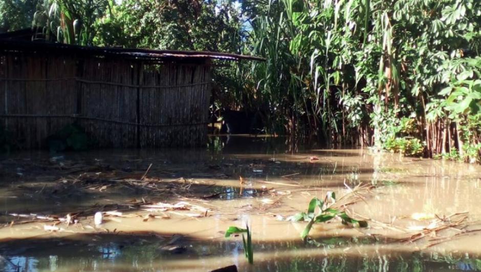 El afluente ha sobrepasado en 71 centímetros el nivel máximo que ha establecido el Insivumeh para evitar desastres. (Foto: Conred)