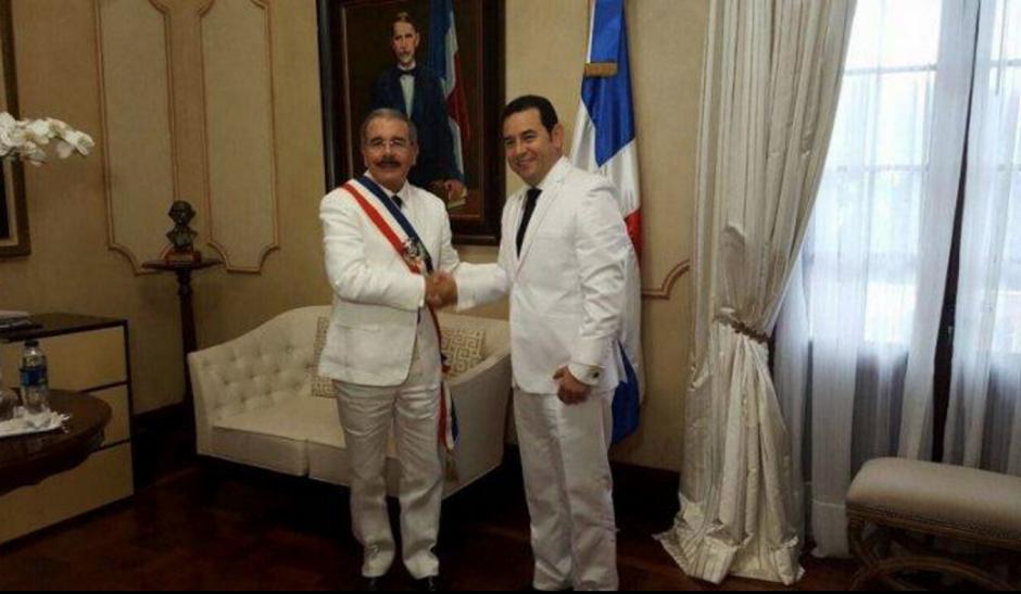 Jimmy Morales junto al presidente de República Dominicana. (Foto: AGN)